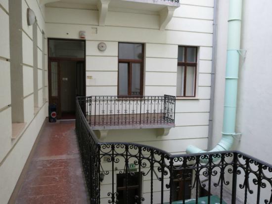 Hotel Elit: balcone esterno verso le camere
