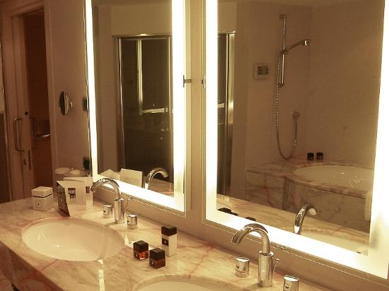 هوتل بورت بالاس: Bathroom 