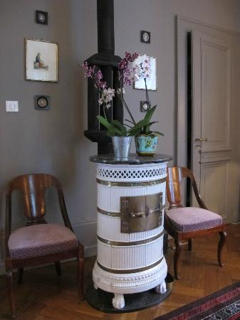 La Maison d'Hotes du Parc : Traditional woodburner in dining/living room