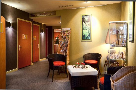 Logis Arcombelle : Réception entrée Restaurant