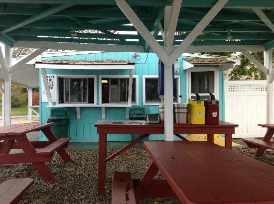 Sea View Snack Bar : Eating area