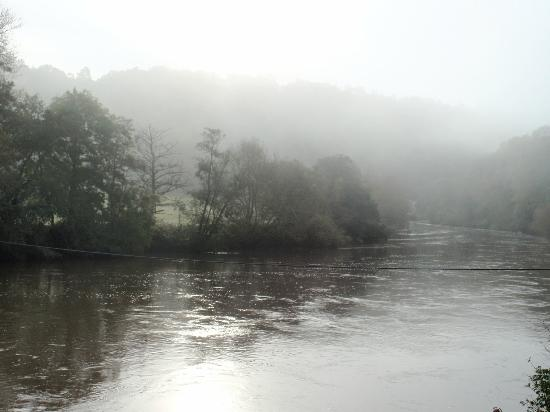 Ye Old Ferrie Inn: Misty view of river