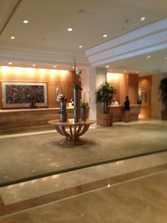 Island Hotel Newport Beach: Lobby Island Hotel.