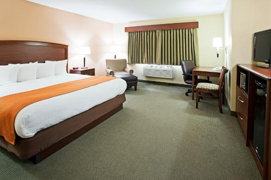 AmericInn Lodge & Suites Fargo West Acres: King Executive
