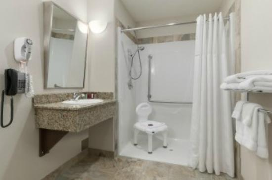 Ramada Creston: Handicapable bathroom