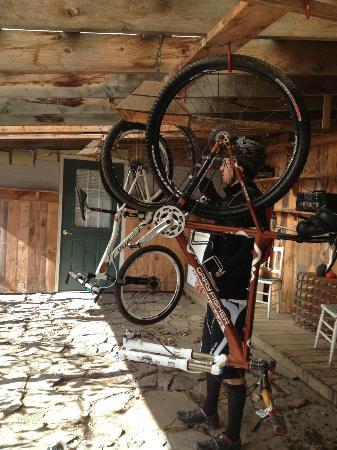 Village Inn of East Burke: Bike Cleaning area