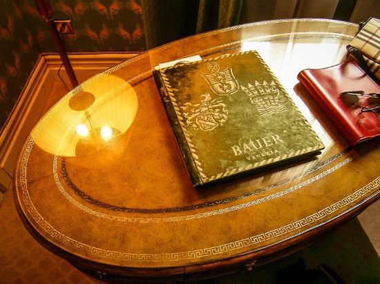 Bauer Palazzo : Vintage Desk