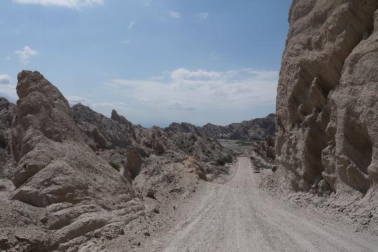 Quebrada de Las Flechas - Angastaco: Ruta 40 passing through Quebrada de Las Flechas