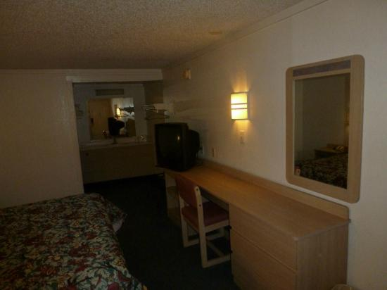 Americas Best Value Inn Englewood/Dayton Airport: Room