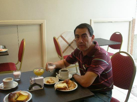America Plaza Hotel: Desayuno en el comedor de piso 11