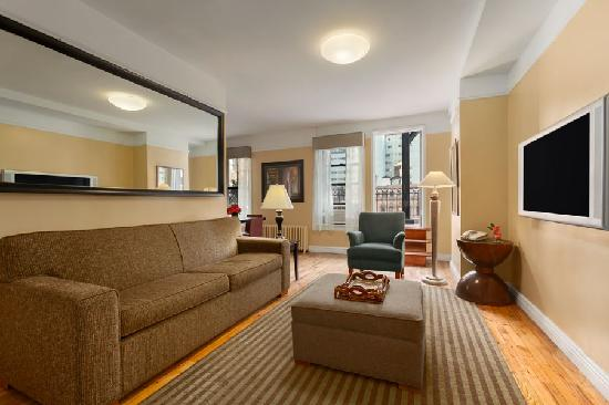 Best Western Plus Hospitality House: One Bedroom Penthouse Living Room
