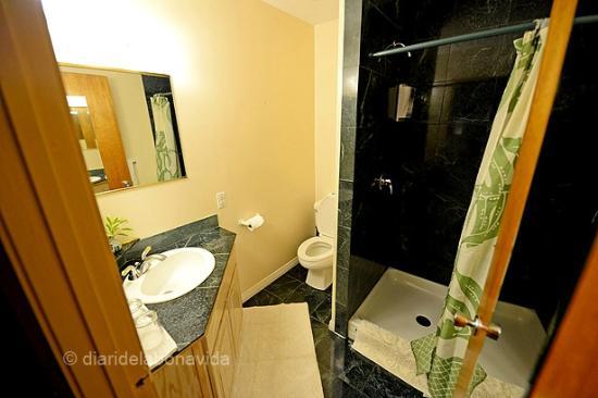 The Inn at Kulaniapia Falls: Lavabo habitación Prince Kalakua