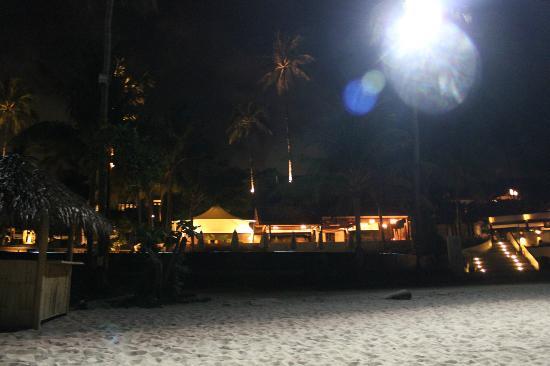Anantara Lawana Koh Samui Resort: restaurant by night