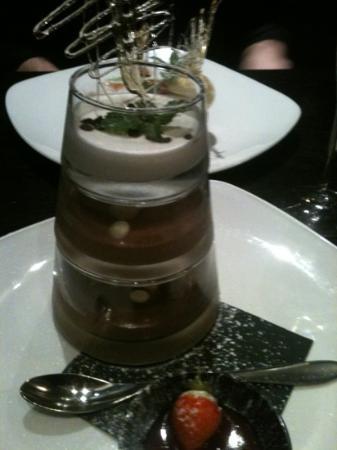 Moda Italian Restaurant: chocolate pyramid desert :)))