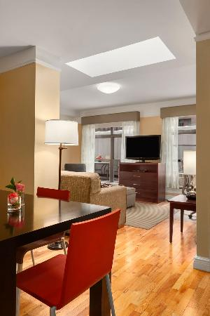 BEST WESTERN PLUS Hospitality House: Two Bedroom Penthouse Living Room Dining Room