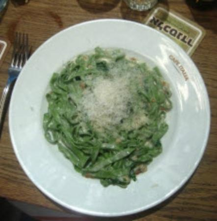 Cafe Italia : Spinach pasta with roasted pine nuts