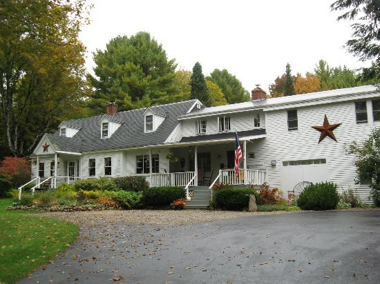 Buttonwood Inn on Mount Surprise : The welcoming setting