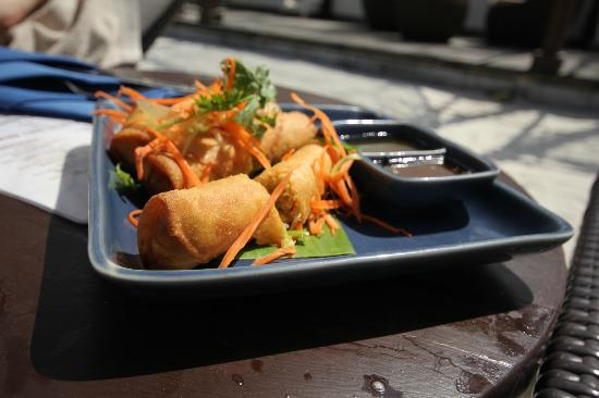 Anantara Lawana Koh Samui Resort : Yummy Spring Rolls on the pool menu