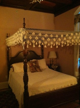 Carriage House Inn: Queen Canopy