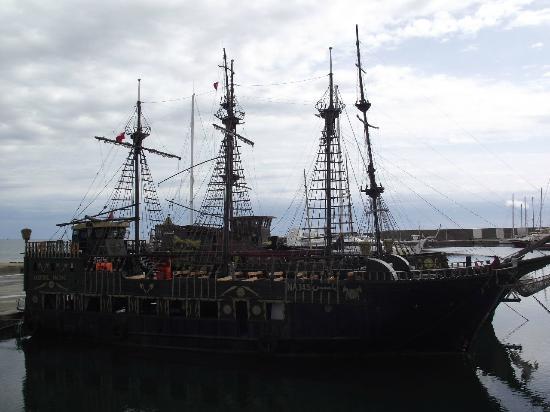 Yasmin Hammamet : Pirate Ship