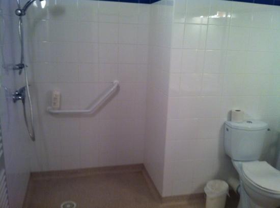 Appart'City Clermont-Ferrand Centre : salle de bains