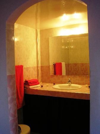 Dar Zidane: Salle de bains améthyste