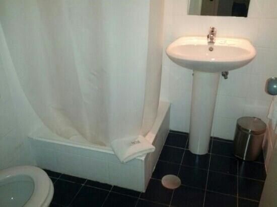 Cliphotel Gaia Porto: bagno della nostra camera