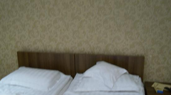 Hotel Univers T: 2 beds together