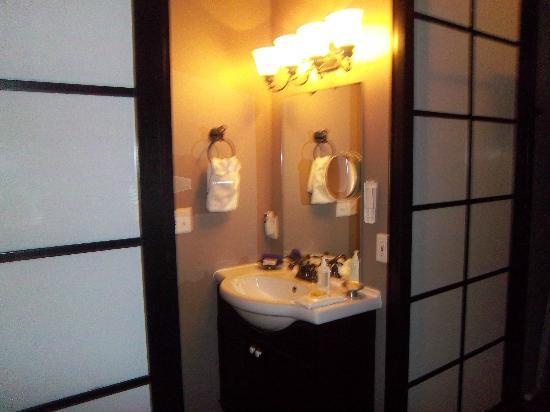 Azalea Inn & Villas: Sink
