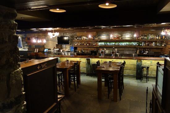 Auberge du Vieux-Port: Taverne Gaspar - great food and drinks!
