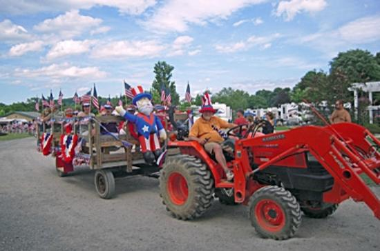 Buttonwood Campground: Enjoy a hayride around the campground!