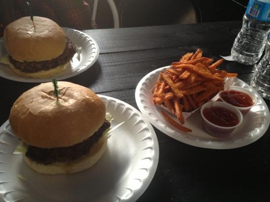 Hubcap Grill: plain burger with sweet potato fries