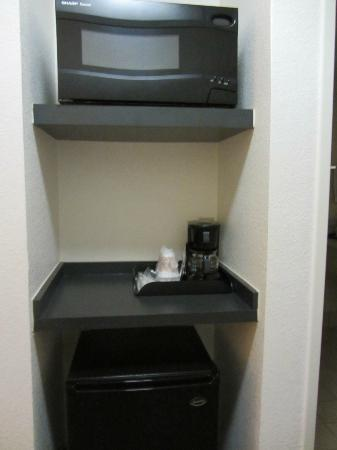 Sleep Inn & Suites: Small microfrige and microwave are available
