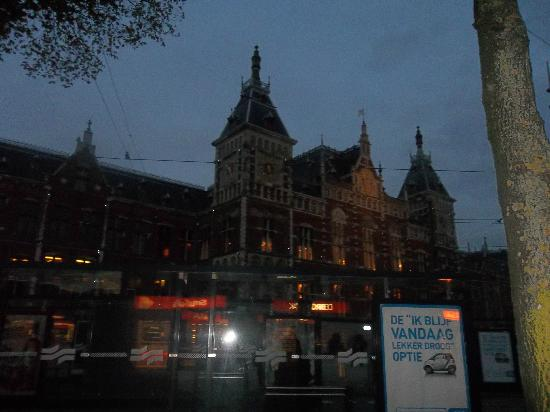Hotel Ibis Schiphol Amsterdam Airport: station