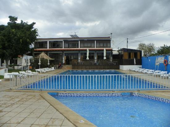 Vale de Carros: main pool next to bar and dining area