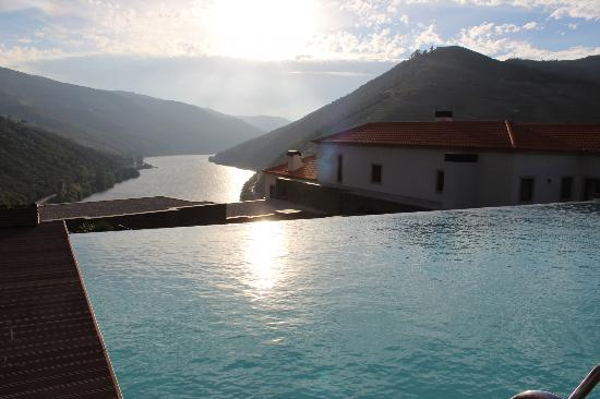 Quinta do Pego : View from Swimming Pool and River Douro