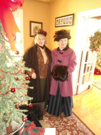 New York House Bed & Breakfast: Guests enjoy dressing up for our Victorian Christmas Celebration