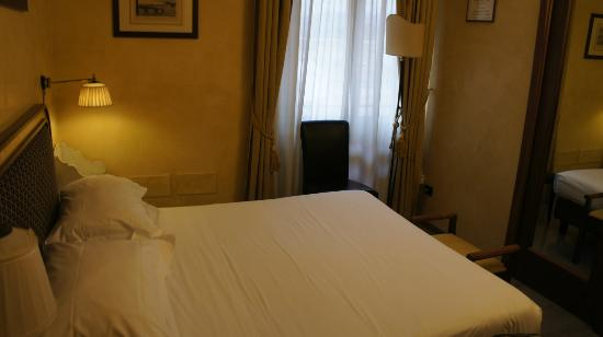Hotel River: room