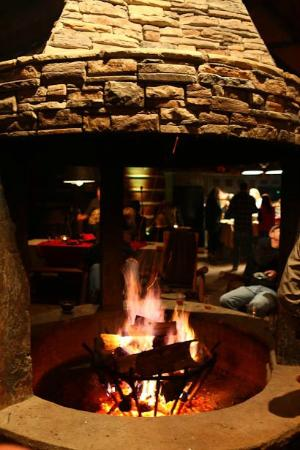 Cherokee Mountain Cabins: The fire pit adds lovely warmth and ambiance!