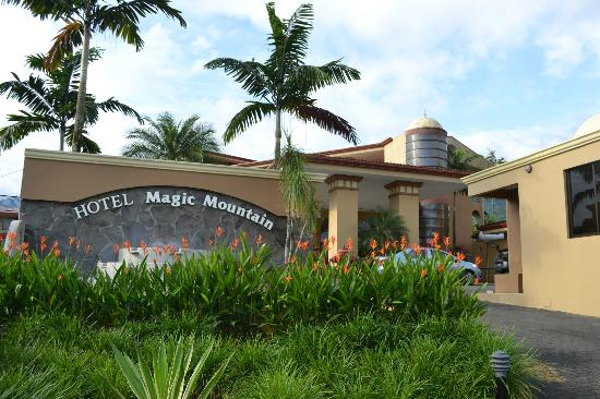 Hotel Magic Mountain: Hotel entrance