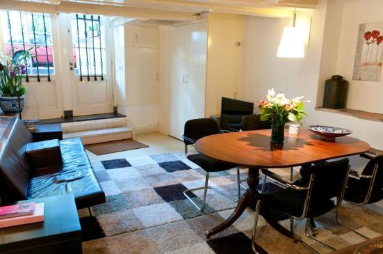 "Amsterdam Canal Apartments: Livingroom ""Delft Blue"" Apartment"