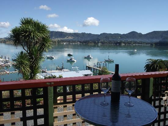 Whangaroa Lodge Motel: View over Harbour from upstairs room.