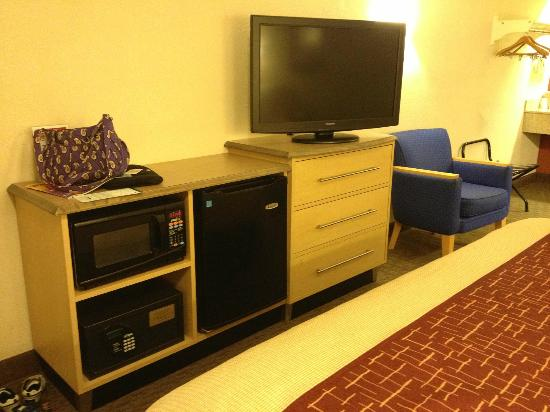 Red Roof Inn Lexington North : Safe, microwave, microfridge provided