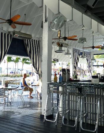 Ibis Bay Beach Resort: Attentive, friendly bartenders and servers