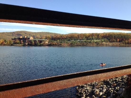 Rocky Gap Casino Resort: View of the lodge from across the lake