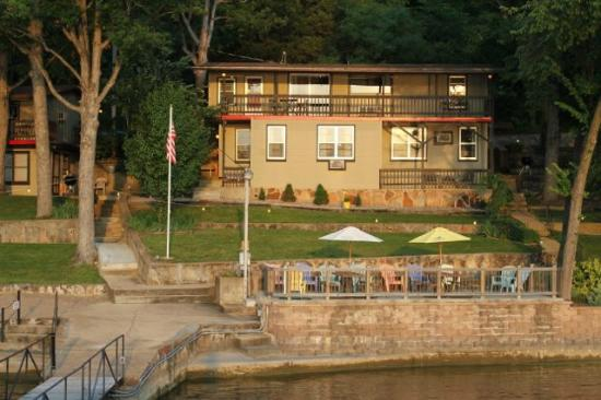 Breezy Point Resort: Units 5, 9 and 10 as well as porch on lake