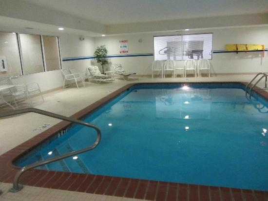 Sleep Inn & Suites: Clean pool, but no place to change or use restroom while there. No spa