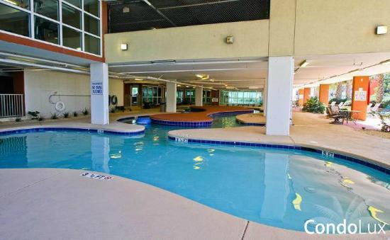 Malibu Pointe Beach Club Pool