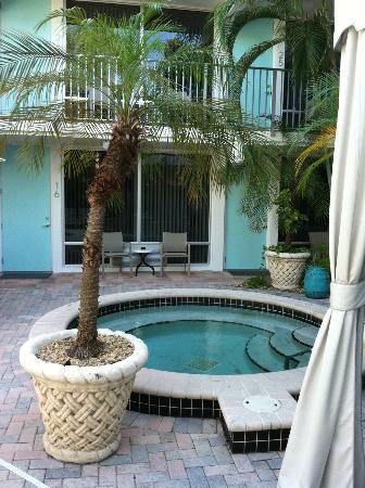 Villa Venice Men's Resort: Spa-first floor rooms overlook pool area