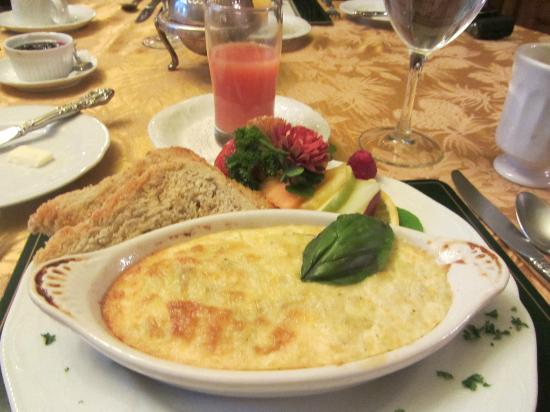 Castle Marne Bed & Breakfast Inn: Breakfast of Eggs, Toast, Muffins, Fruit, and Beverages